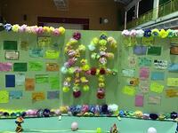1・2年生からのメッセージボードが飾られました。